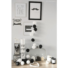 35 kul Black & White Cotton Ball Lights