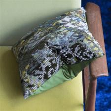 Aksamitna poduszka Designers Guild z mozaikowym tłem 40x40cm