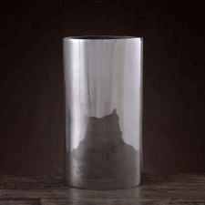 Aluminiowy wazon w prostej nowoczesnej formie o wysokości 35cm
