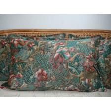 Dekoracyjna poduszka odcienie zieleni złota nitka