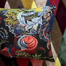 Elegancka poduszka Christian Lacroix z haftowanymi elementami 60x45 cm