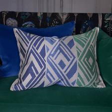 Elegancka poduszka Designers Guild z geometrycznym wzorem 60x45 cm