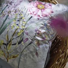 Elegancka poduszka Designers Guild z kwiatowym motywem 50x50 cm