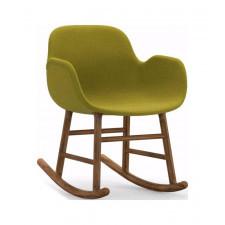 Fotel bujany Form tapicerowany drewno orzechowe materiał Fame Hybrid