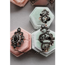 3 łączone łańcuszkami pierścionki w orientalnym stylu