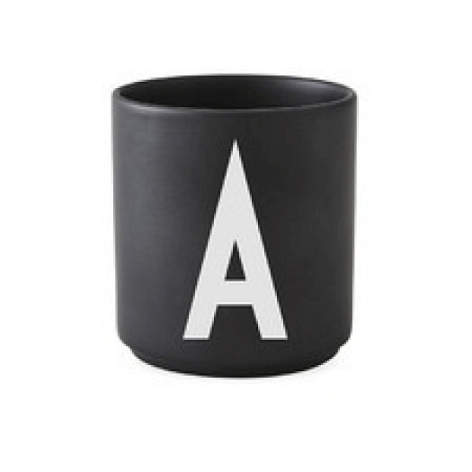 Kubek black litera a design letters