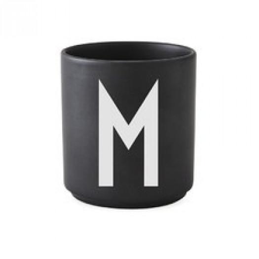 Kubek black litera m design letters