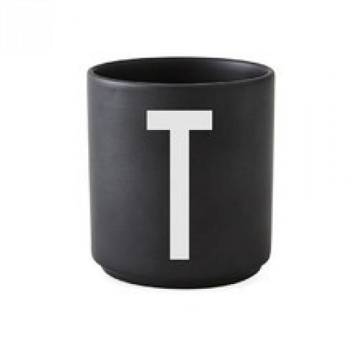 Kubek black litera t design letters