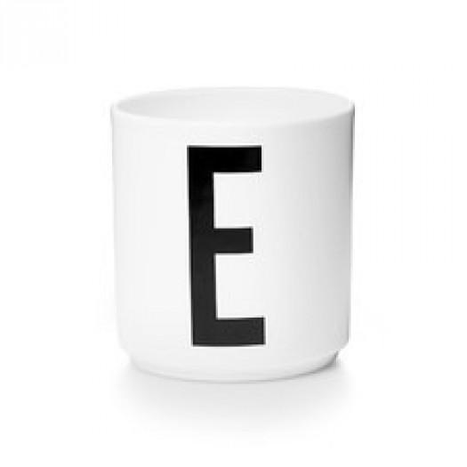 Kubek porcelanowy litera e design letters
