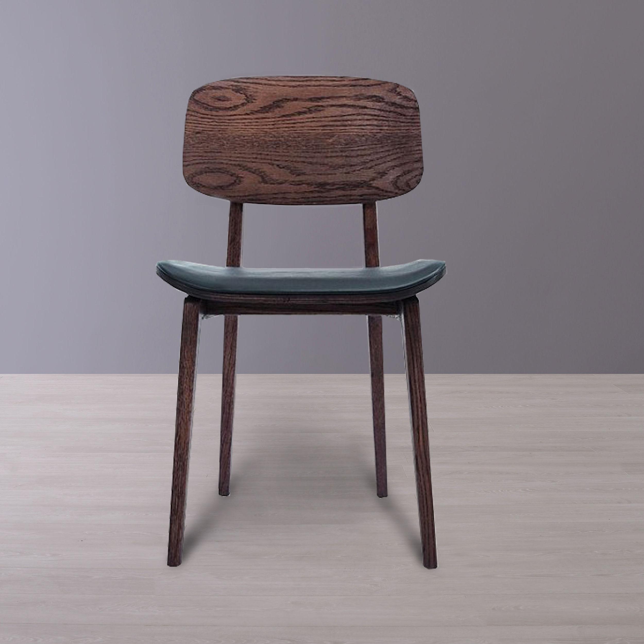 Krzesło Drewniane W Ciemnym Wybarwieniu Ze Skórzanym Obiciem